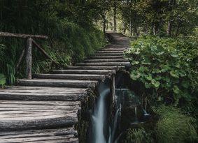 Plitvice-lakes-path