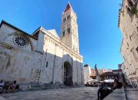 Trogir-center-and-cathedrale