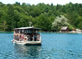boat-ride-plitvice-lakes