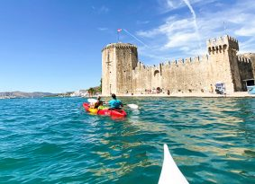 kayaking-next-to-Kamerlengo-castle-Trogir-Croatia